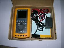 Fluke 867B Graphical Multimeter  s1