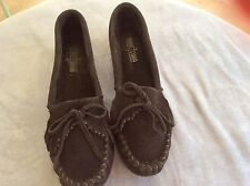 Womens Minnetonka Black Leather Suede Moccasins/Loafer Size: 10