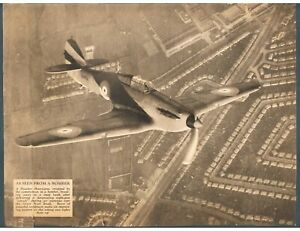 MAGAZINE PRINT C1939 HAWKER HURRICANE OVER THE GREAT WEST TOAD AFTER EXERCISE