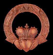 Keltisches Wandrelief - Der Claddagh Ring - Rostfarben - Maxine Miller Wanddeko