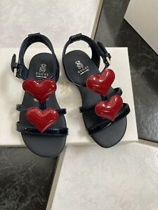 NIB 100% AUTH Gucci Toddler Girl Navy Blue Patent Leather Heartbeat Sandals