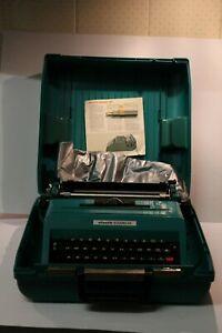 VINTAGE OLIVETTI STUDIO 45 AQUA CASED TYPEWRITER MADE IN SPAIN