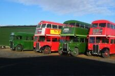 PHOTO  2005 FIFIELD 4 EX-LONDON TRANSPORT 'BUSES STAND IN THE SUNLIGHT ON A WINT