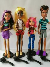 MONSTER HIGH PACK O TROUBLE CLAWDE CLAWDEEN HOWLEEN CLAWDIA  4 STANDS & BRUSHES