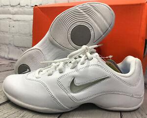 Nike Women's Sideline ll Insert Cheerleading Shoes White Size 5.5 Slightly Used