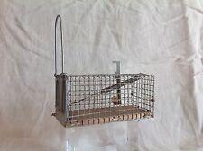 Ancien piège à souris à système de cage grillagée à ressort