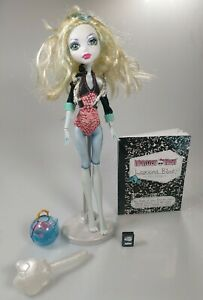 Monster High Lagoona Blue Doll w/Diary, Pet Piranha and Bowl, Stand.