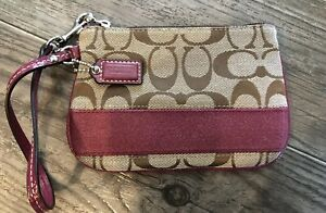 COACH WRISTLET SIGNATURE CLUTCH