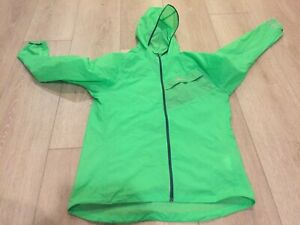 NIKE  Lightweight Running Jacket Neon Green