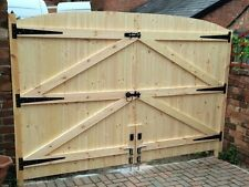 "WOODEN DRIVEWAY GATES HEAVY DUTY SOLID GATES! 5FT 6"" HIGH X 6FT 6"" WIDE"