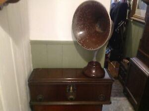 Brunswick valve radio circa 1928 and horn speaker.restoration.prop.talking point
