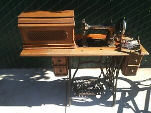 1800's Antique Victorian Singer Sewing Machine