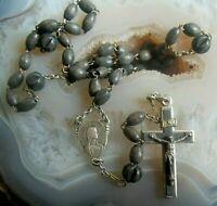 alter rosenkranz mit  holz perlen durchbrochenen metallperlen und kruzifix