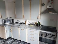 Küche / Küchenzeile mit Herd und Spülmaschine !