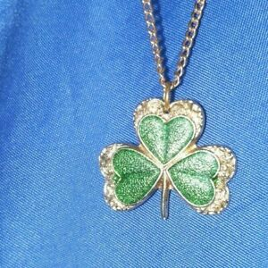 "Three leaf clover gold tone 18"" estate necklace,  720 A4"