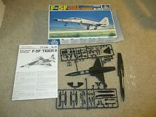 Italeri F-5F Tiger II Fighter-Trainer #138 1:72 Scale Model Kit Complete Unbuilt