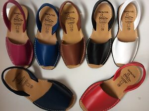 Traditional Spanish Avarca leather summer sandals. Plain colours. Summer 2021