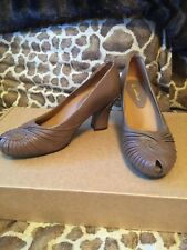"NEW Earthies  ""Raynia"" Taupe Khaki Leather Peep Toe Comfort Pump Heels SIZE: 10B"