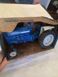 FORD 4600 1:12 Scale Toy Tractor NIB Original Box  ERTL damaged box 1/12