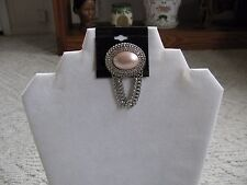 VINTAGE OVAL SHAPED SILVER TONE WITH PEARLIZED PINK CABOCHON STONE BROOCH PIN