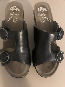 Dansko 39 Black Wedge Sandal Buckles