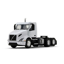 1:64 60-0372 1st Gear Volvo - White - new tooling, Will hook to DCP Trailers
