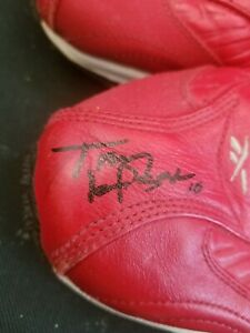 St. Louis Cardinals HOF manager Tony LaRussa signed autographed game used shoes