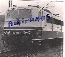 Foto SW Moselbahn Bw Ehrang Mosel Viersystemlok 184 003 wartet auf Einsatz 1980