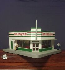 MTH cosmos family pizzeria lighted building with 3 figures