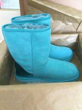 UGG AUSTRALIA WOMENS CLASSIC SHORT METALLIC PATENT BLUE CURACAO BOOT SIZE 9 NEW