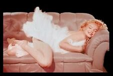 (FRAMED) MARILYN MONROE COUCH MOVIE POSTER 96x66cm PRINT PICTURE HOME