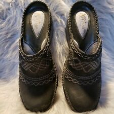 Clarks Artisan Black Embroidered Leather Clogs Womens Sz 7M