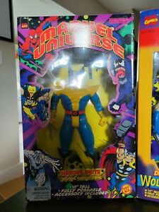 Marvel Universe Training Suit Wolverine ToyBiz