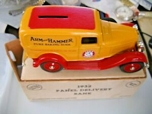 ERTL 1932 Ford Panel Delivery Locking key aid Coin Bank  1/25 Scale Arm & Hammar