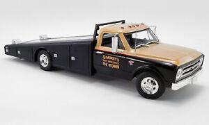 ACME 1967 Chevrolet C-30 Ramp Truck Smokey Yunick Racing -Black/Gold 1:18