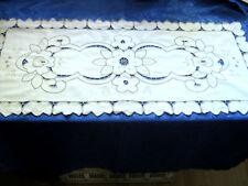 Tischläufer Leinenstruktur Richelieuarbeit  ca. 80 x 36 cm mit Bogenrand