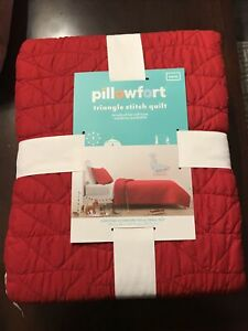 Pillowfort Twin Triangle Stitch Quilt Red New