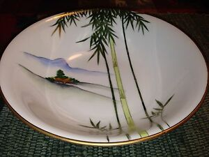 Kutani White with Gold Edge Bamboo and Mountains Vegetable Serving Bowl