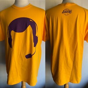 LOS ANGELES LAKERS (2006) Official Men's CHICK HEARN Night Silhouette T-Shirt XL
