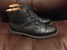 Eddie Bauer womens black leather boots size 6 Nice!! made in Canada