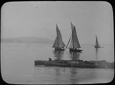 Glass Magic Lantern Slide YACHTS AND BOATS IN A BAY C1900 PHOTO