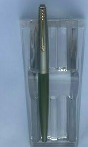 Vintage Olive Green Parker 45 Fountain Pen Med Steel Nib Gold Trim 1960s USA