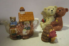 Vint porcelain Tea Nee mini Tea pot w bears in cottage, tag & certif.+ bears Vgc