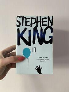 IT - Stephen King / Paperback **VGC Rainbow Hodder 2007!!**