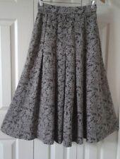 Liz Claiborne Leaf & Microdot Pattern A-Line Skirt ~ Size 8 *Super Soft*