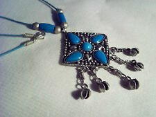 VINTAGE TURQUOISE COLOUR PENDANT NECKLACE WITH TINKLY SILVER SHELLS 18 INCHES