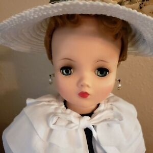 Madame Alexander Cissy, Near Mint, beautiful and complete!!  ALL ORIGINAL #2141