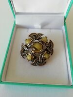 VINTAGE Gold Bronze Tone Green Stone Woven Style Brooch Pin Celtic Style Arty