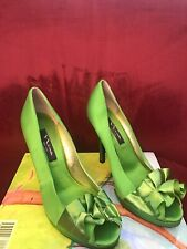 Nina New York Size 8.5M Green Fabric Upper Shoes 4.5 Inch Heel Ruffle Accent