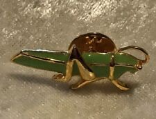 Collectors Verde Smalto Cricket Pin Badge-Biker Giacca di jeans Colletto bavero